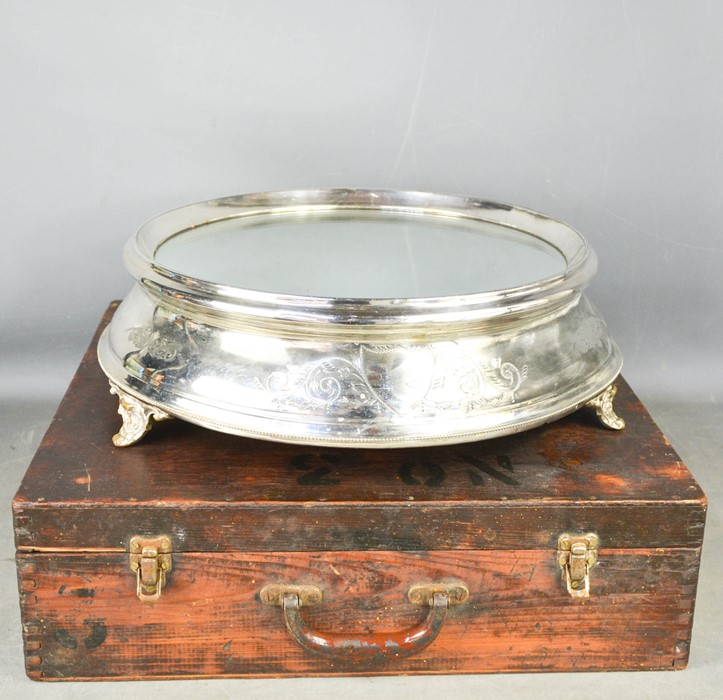 An Edwardian silver plated wedding cake stand, with mirrored top, in the original wooden box, 46cm