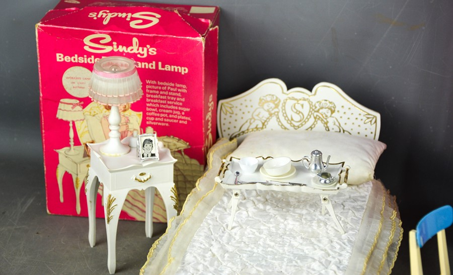 A group of vintage Sindy examples, to include wardrobe, bedside table and lamp (with original - Image 3 of 3