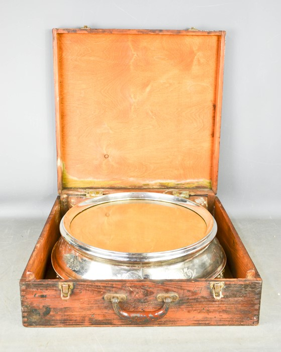 An Edwardian silver plated wedding cake stand, with mirrored top, in the original wooden box, 46cm - Image 3 of 3