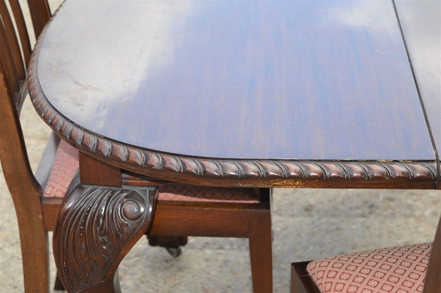 A Victorian oval extending dining table with ball and claw feet together with six dining chairs, - Image 3 of 4