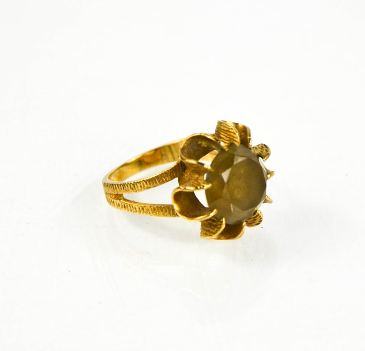 A 9ct gold and citrine flowerhead ring, size O/P, 5.4g.