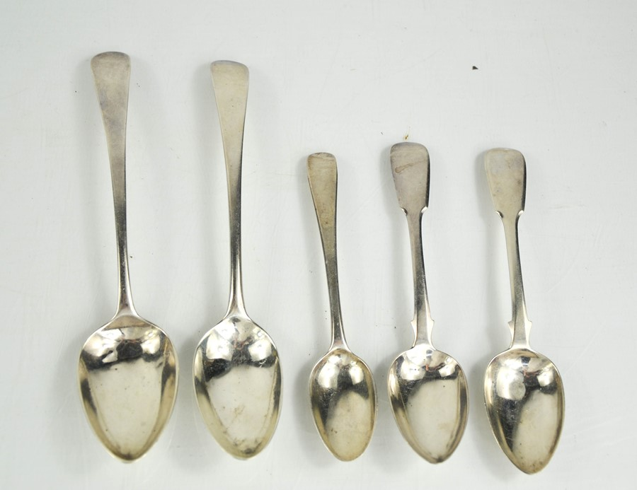A group of Georgian silver to include two dessert spoons and three tea spoons, 3.92toz.