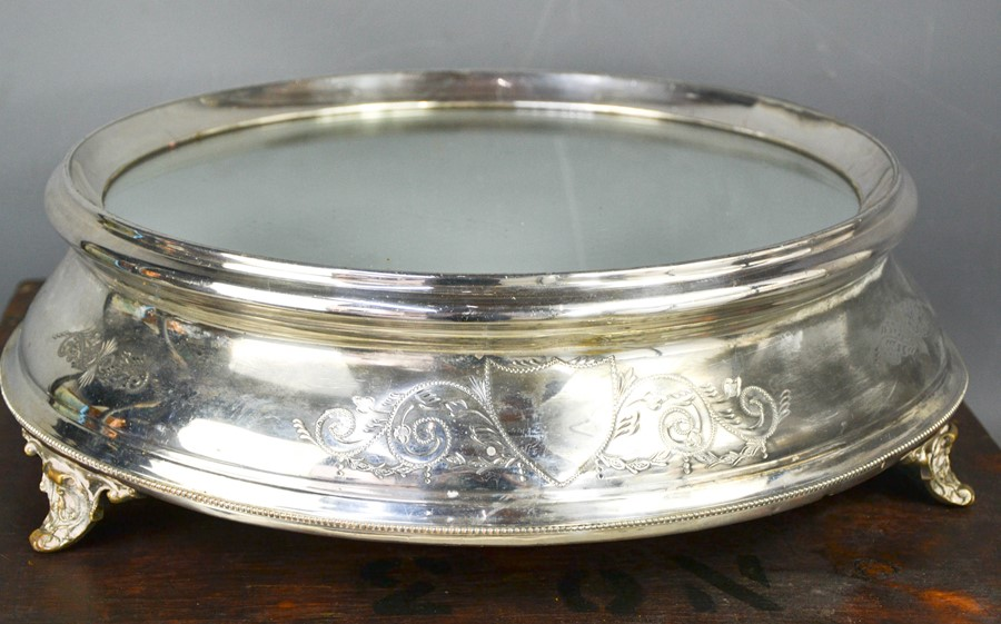 An Edwardian silver plated wedding cake stand, with mirrored top, in the original wooden box, 46cm - Image 2 of 3