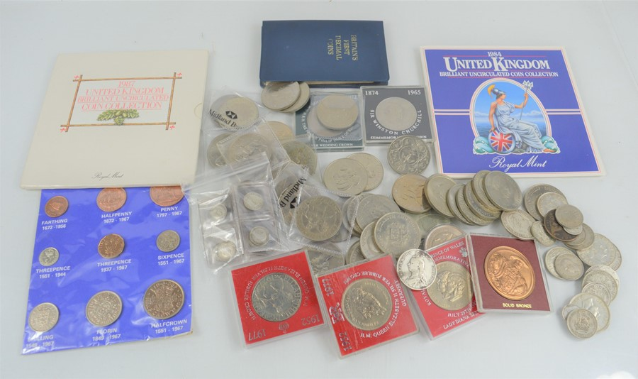 A group of British coins to include commemorative and silver examples