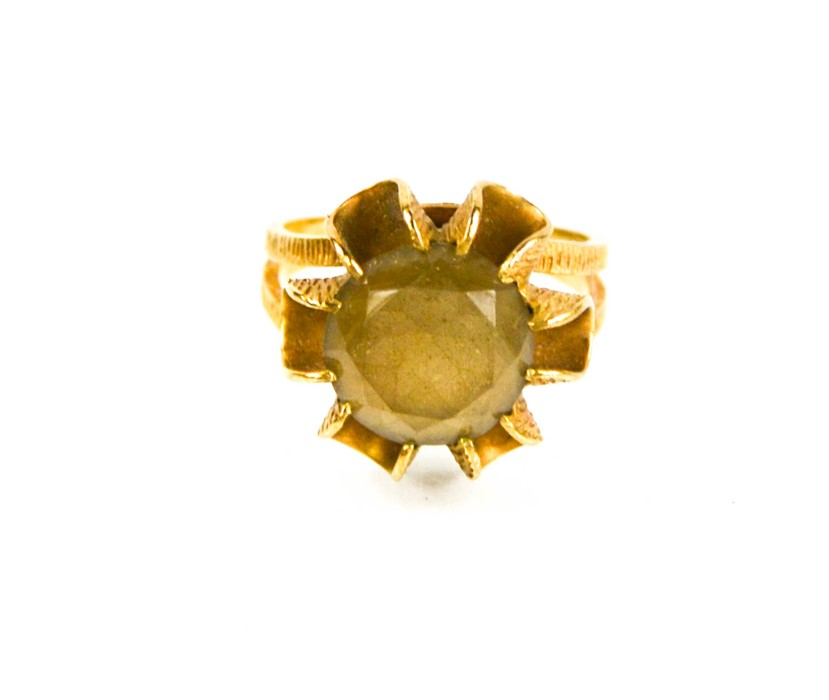 A 9ct gold and citrine flowerhead ring, size O/P, 5.4g. - Image 2 of 2