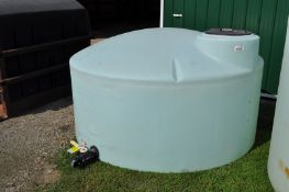 1100 gal flat bottom poly tank