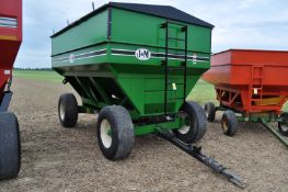 J & M 525 gravity wagon, 425 / 65 R 22.5 tires, hyd surge brakes, sight windows, lights