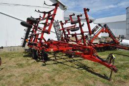 27 ½' Case IH 4300 field cultivator, hyd fold, 5 bar spike tooth harrow, rear hitch, walking tandem