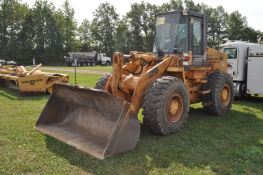 """Case 621B payloader, C/H/A, 20.5-25 tires, 102"""" bucket, hyd quick attach, self-leveling"""