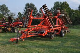 2018 30' Kuhn Krause 8005 Excelerator vertical till, hyd fold, hyd angle, hyd down pressure spider