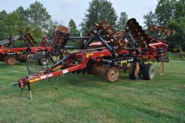 2016 Case IH Ecolo-Tiger 875 11 shank ripper, hyd fold, walking tandems, front discs, wing points