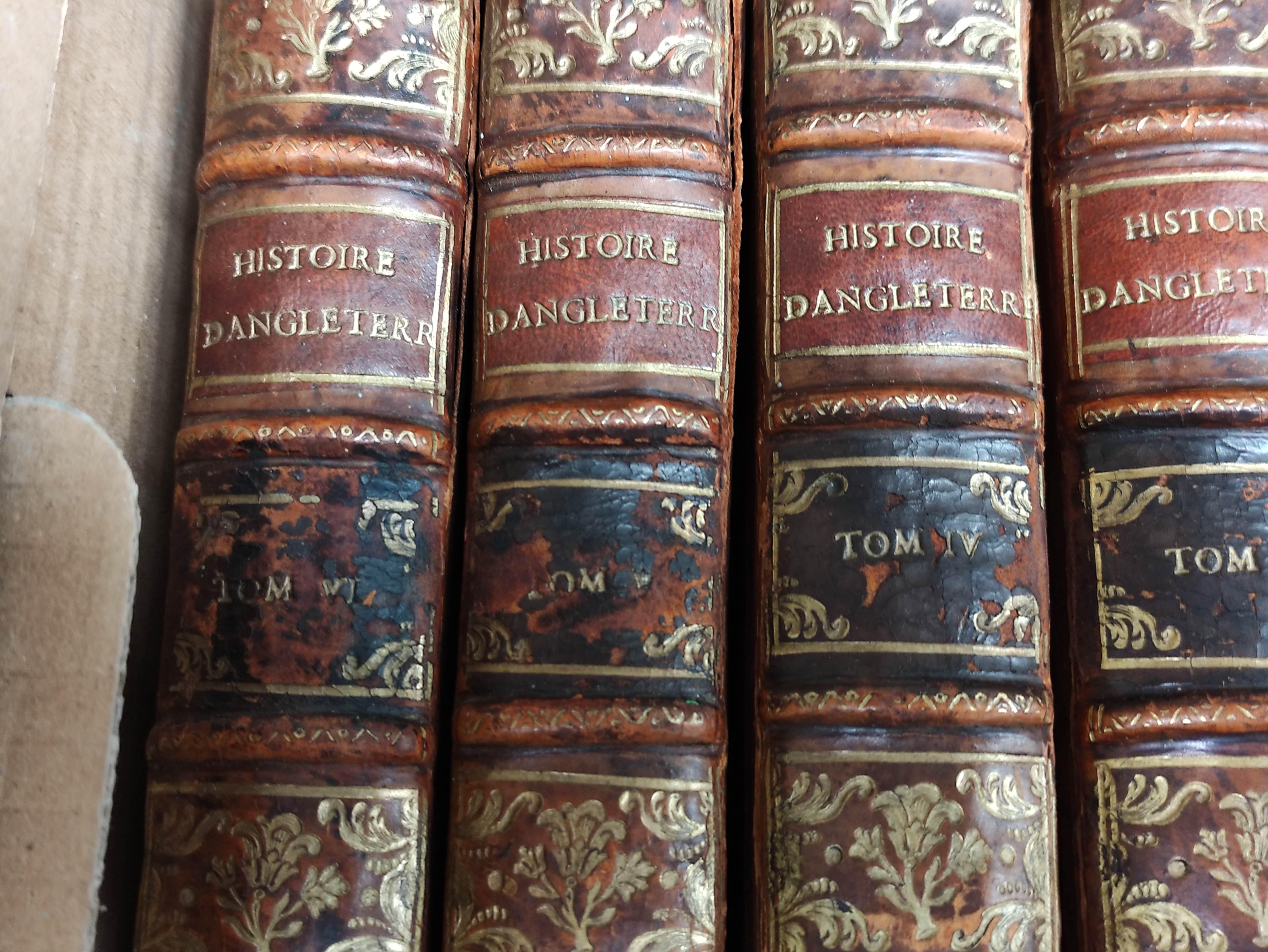 DE RAPIN THOYRAS.Histoire D'Angleterre. 10 vols. Eng. plates, fldg. tables, etc. Quarto. Calf. The - Image 2 of 8