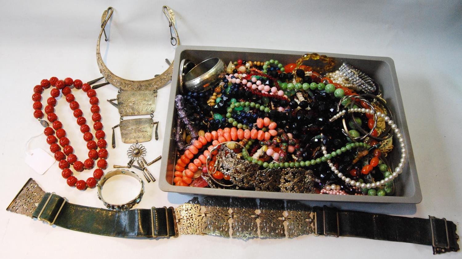 Coromandel lacquer-style necklace on Chinese silver gilt snap and a quantity of beads and costume
