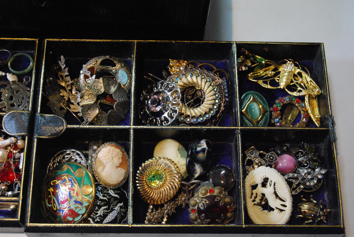 Victorian morocco jewel box with a quantity of silver, costume and other jewellery. - Image 3 of 4