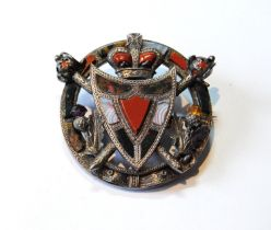 Scottish pebble brooch with shield, thistles, crossed claymores and shield with coronet, in silver.