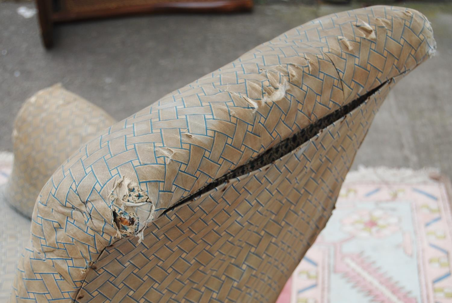 Victorian button-back easy chair with cushioned arms and seat, baluster turned legs terminating in - Image 4 of 4
