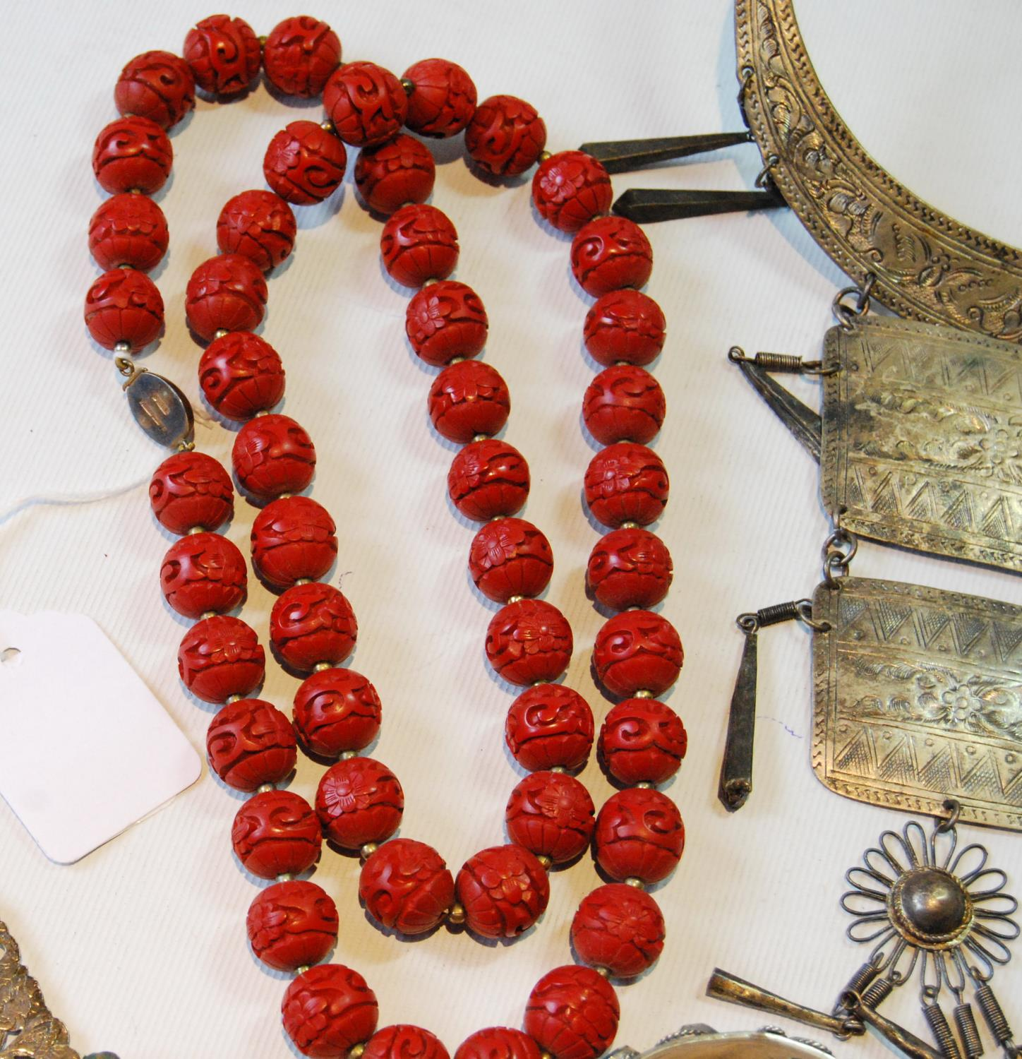 Coromandel lacquer-style necklace on Chinese silver gilt snap and a quantity of beads and costume - Image 2 of 5