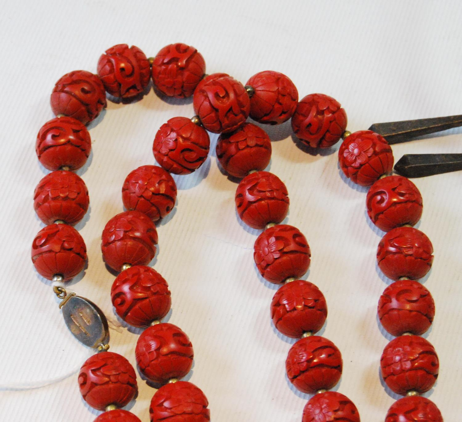 Coromandel lacquer-style necklace on Chinese silver gilt snap and a quantity of beads and costume - Image 5 of 5