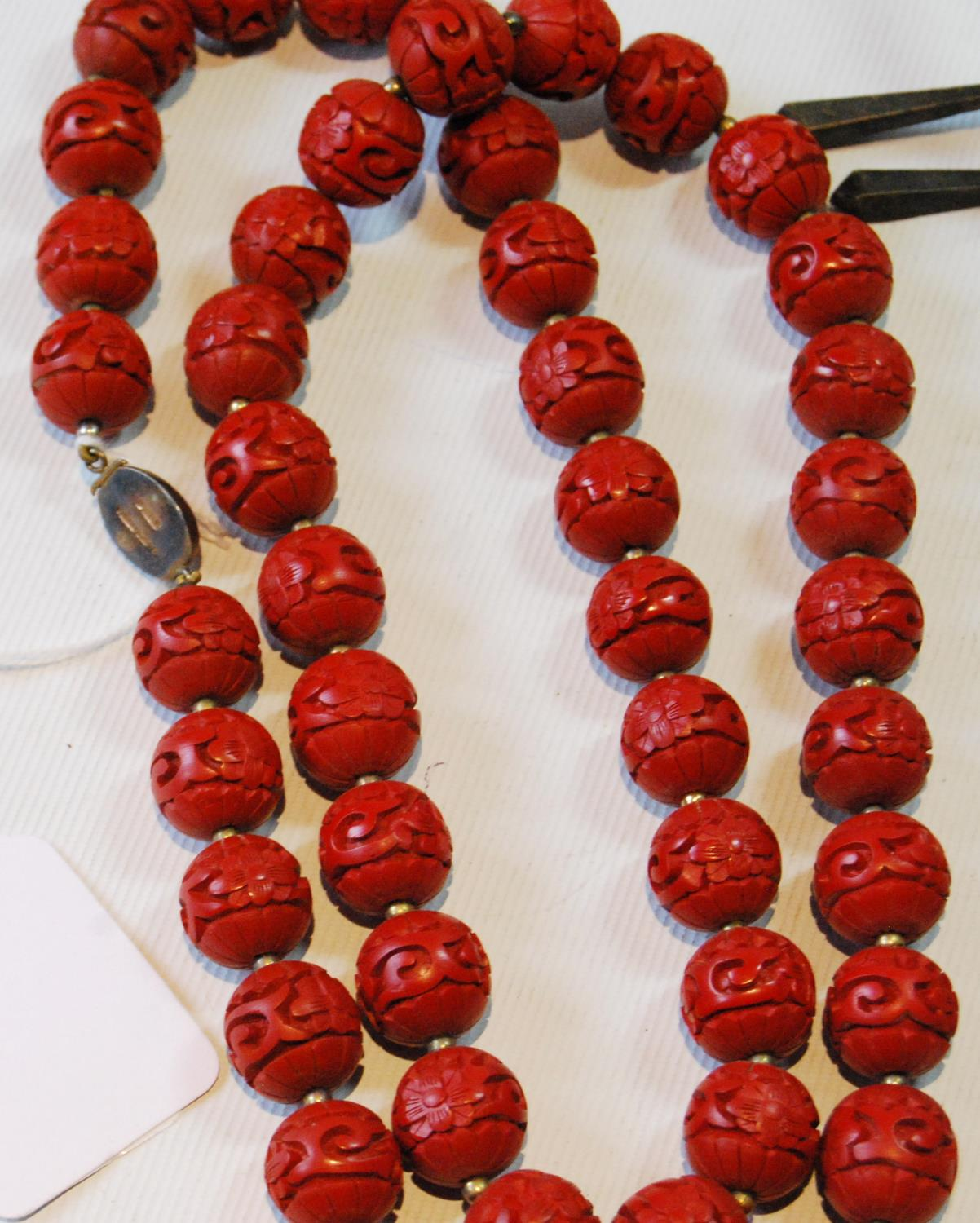 Coromandel lacquer-style necklace on Chinese silver gilt snap and a quantity of beads and costume - Image 4 of 5