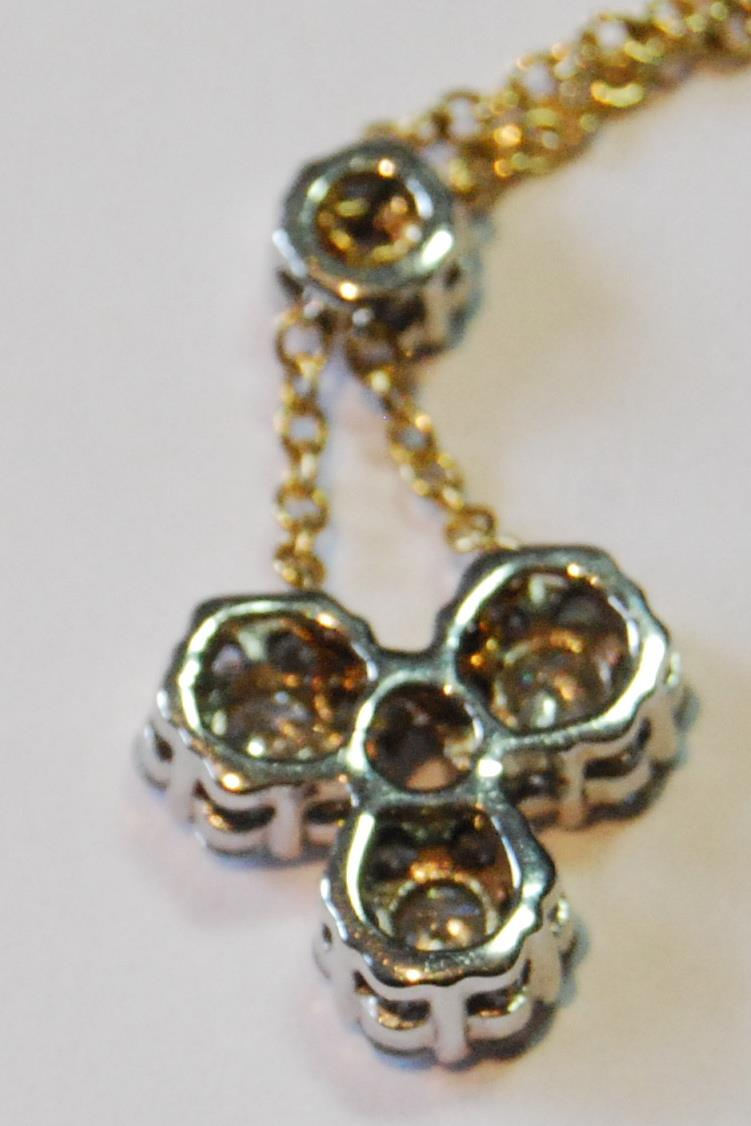 Diamond pendant with three clusters of seven brilliants dependent from another, smaller, in yellow - Image 5 of 5
