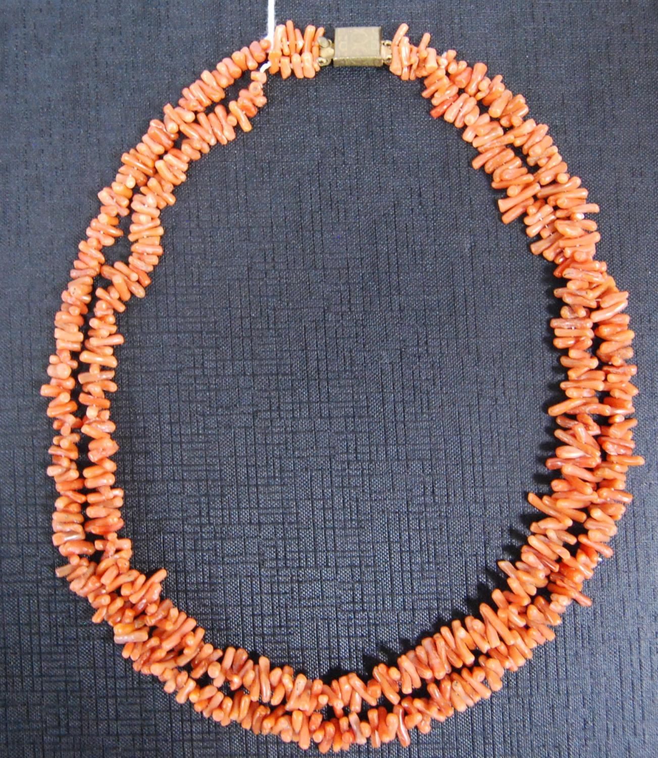Vintage pink coral double-strand necklace, 49cm long. - Image 2 of 2