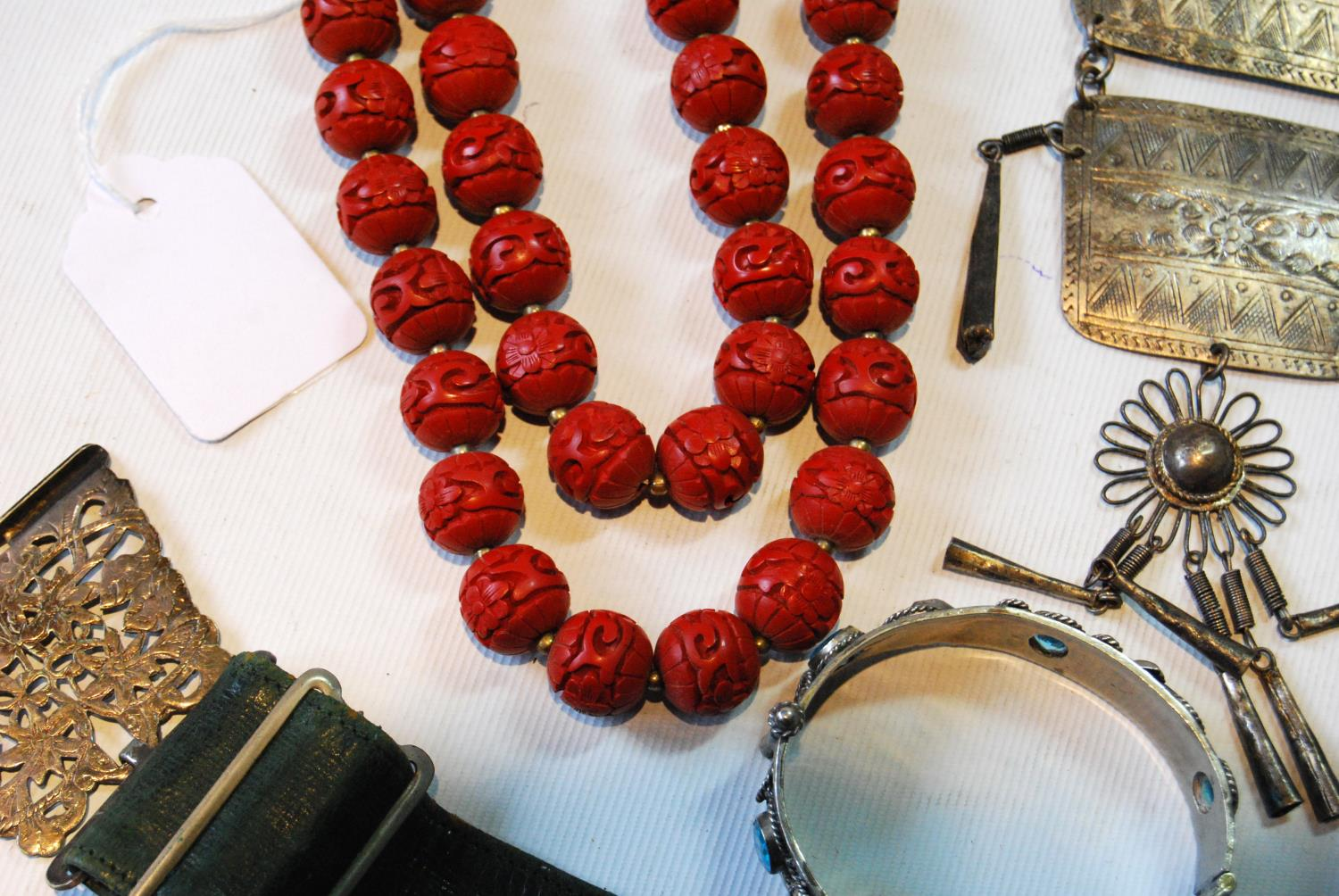 Coromandel lacquer-style necklace on Chinese silver gilt snap and a quantity of beads and costume - Image 3 of 5