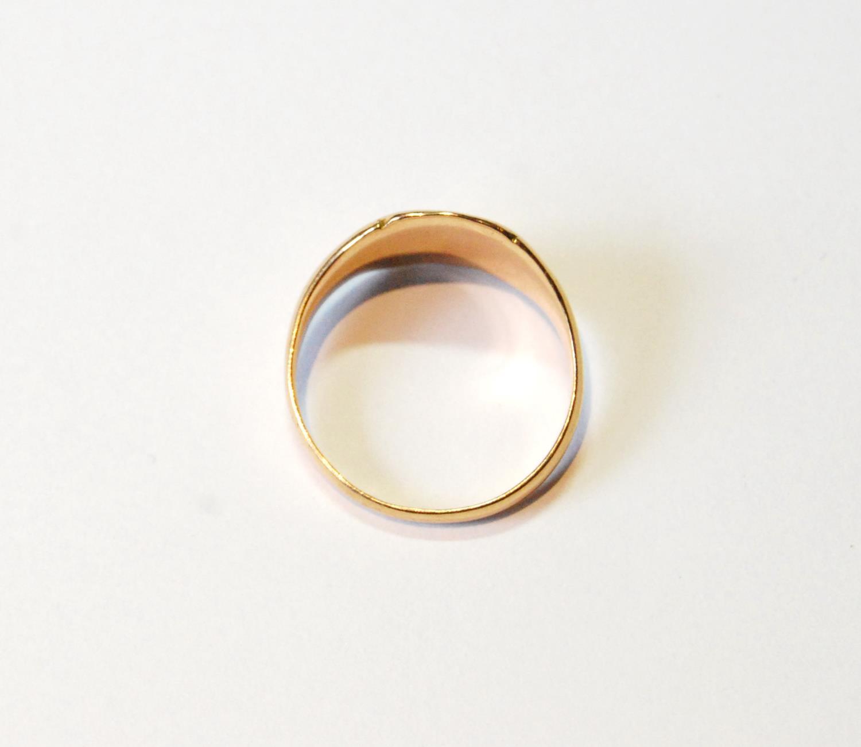 9ct gold signet ring, 6.9g, size V. - Image 2 of 2