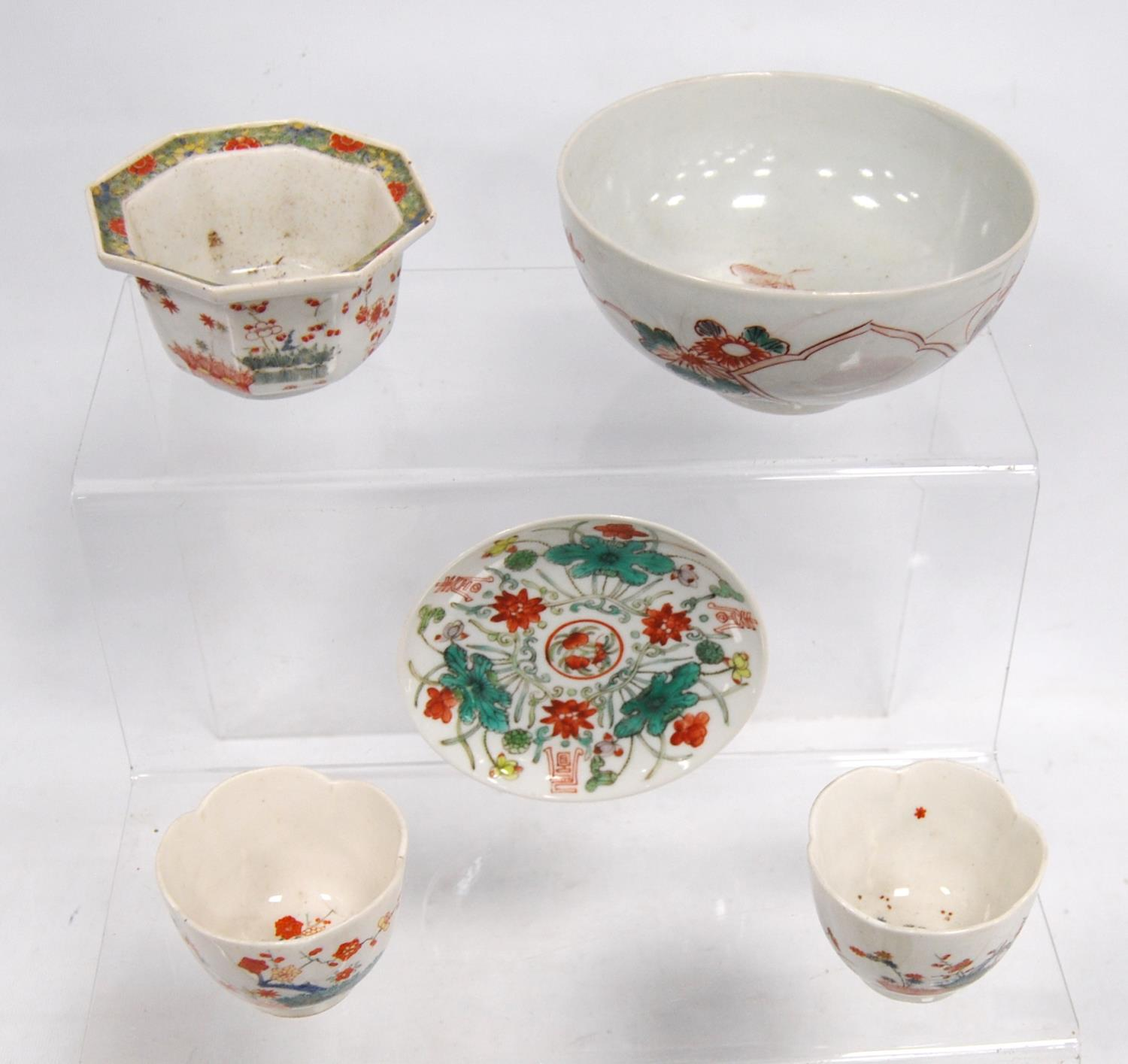 Two tea bowls, plate, octagonal bowl and a larger bowl, 14.5cm diameter. (5) - Image 2 of 3