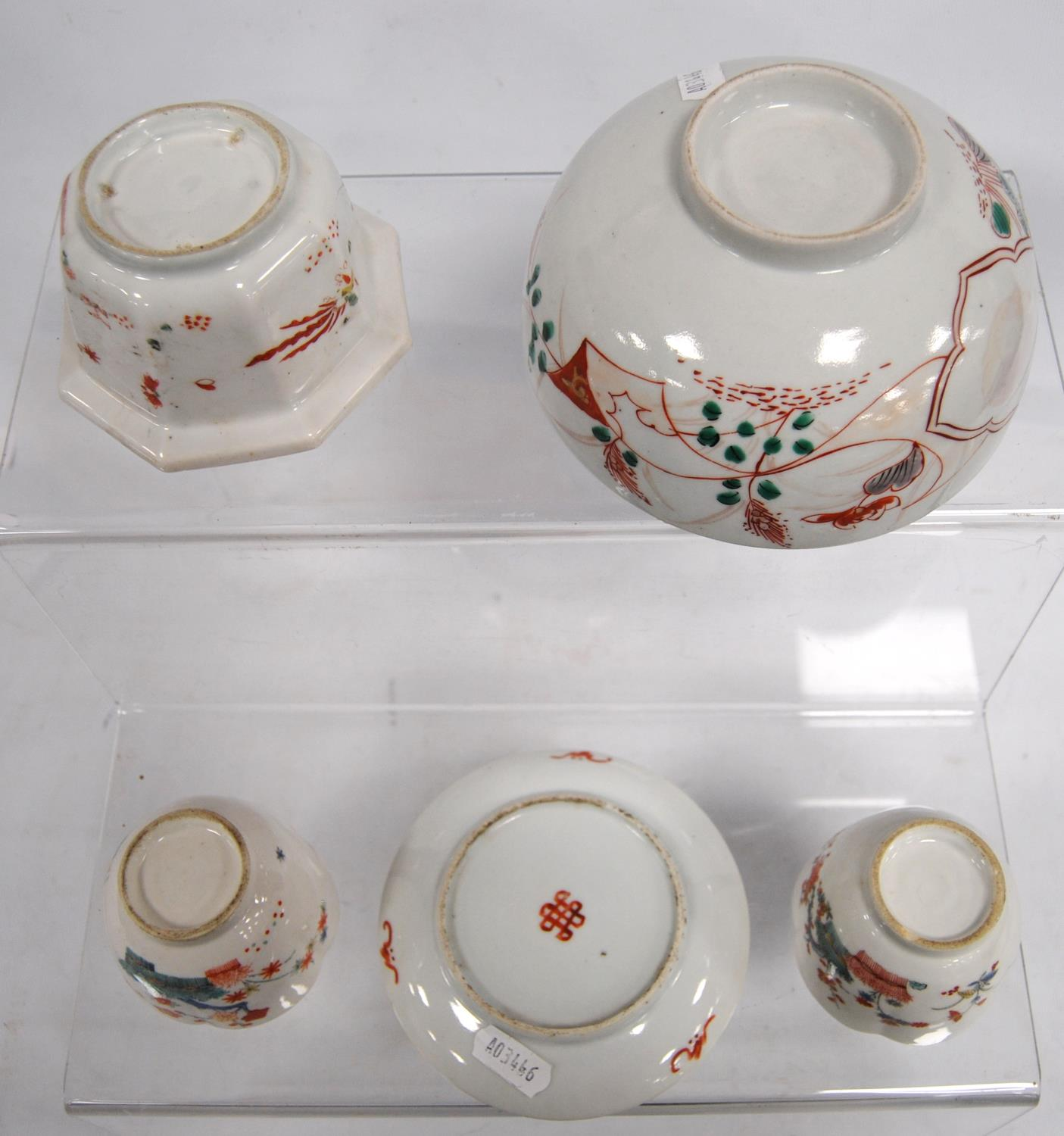 Two tea bowls, plate, octagonal bowl and a larger bowl, 14.5cm diameter. (5) - Image 3 of 3