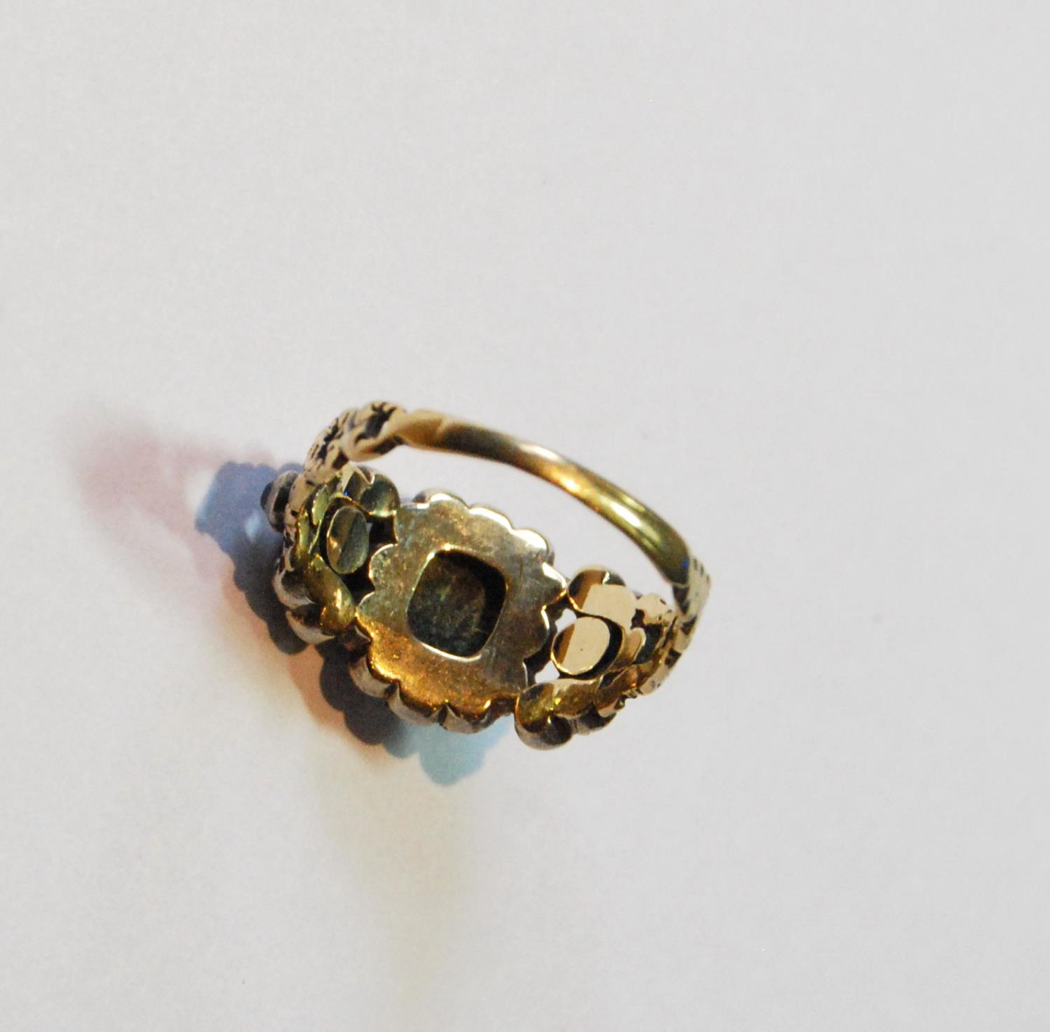 Late Georgian ring with three emeralds and old-cut diamonds, size M½. - Image 3 of 3