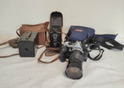 Collection of vintage cameras to include a 1950s Rolleiflex Compur twin lens camera, early 20th