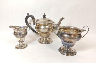 Silver three-piece tea set of inverted shape, Birmingham 1903, 572g.