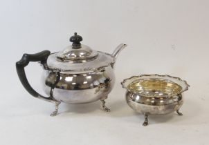 Silver circular tea pot with shaped moulded edge and the sugar bowl, Sheffield 1919, 724g.