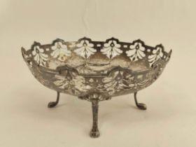Silver circular fruit bowl with pierced border on scroll supports, Birmingham 1923. 260g/8oz.