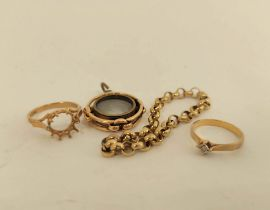 15ct gold compass charm, two rings and a piece of chain. 18g gross.