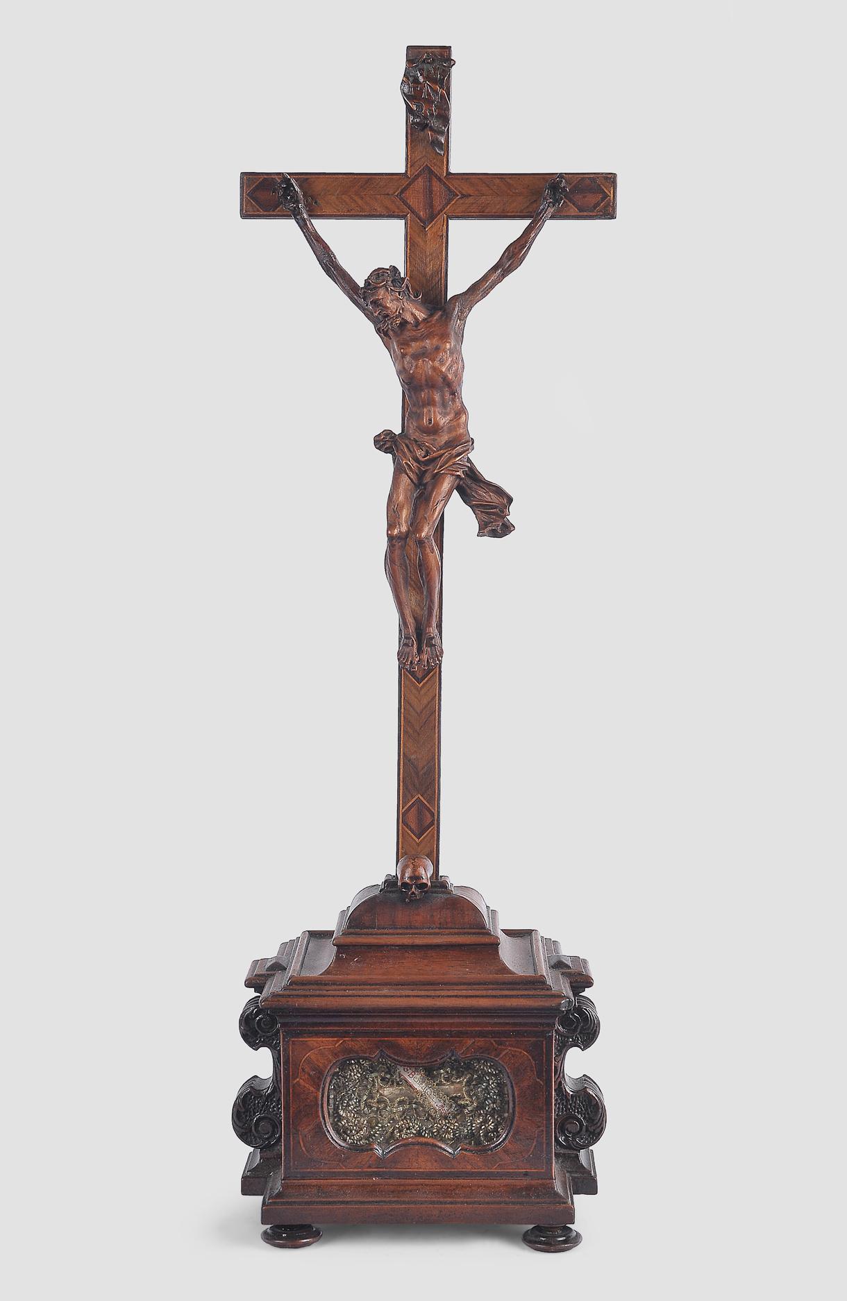 Standkreuz, Süddeutsch, um 1750, Nussholz