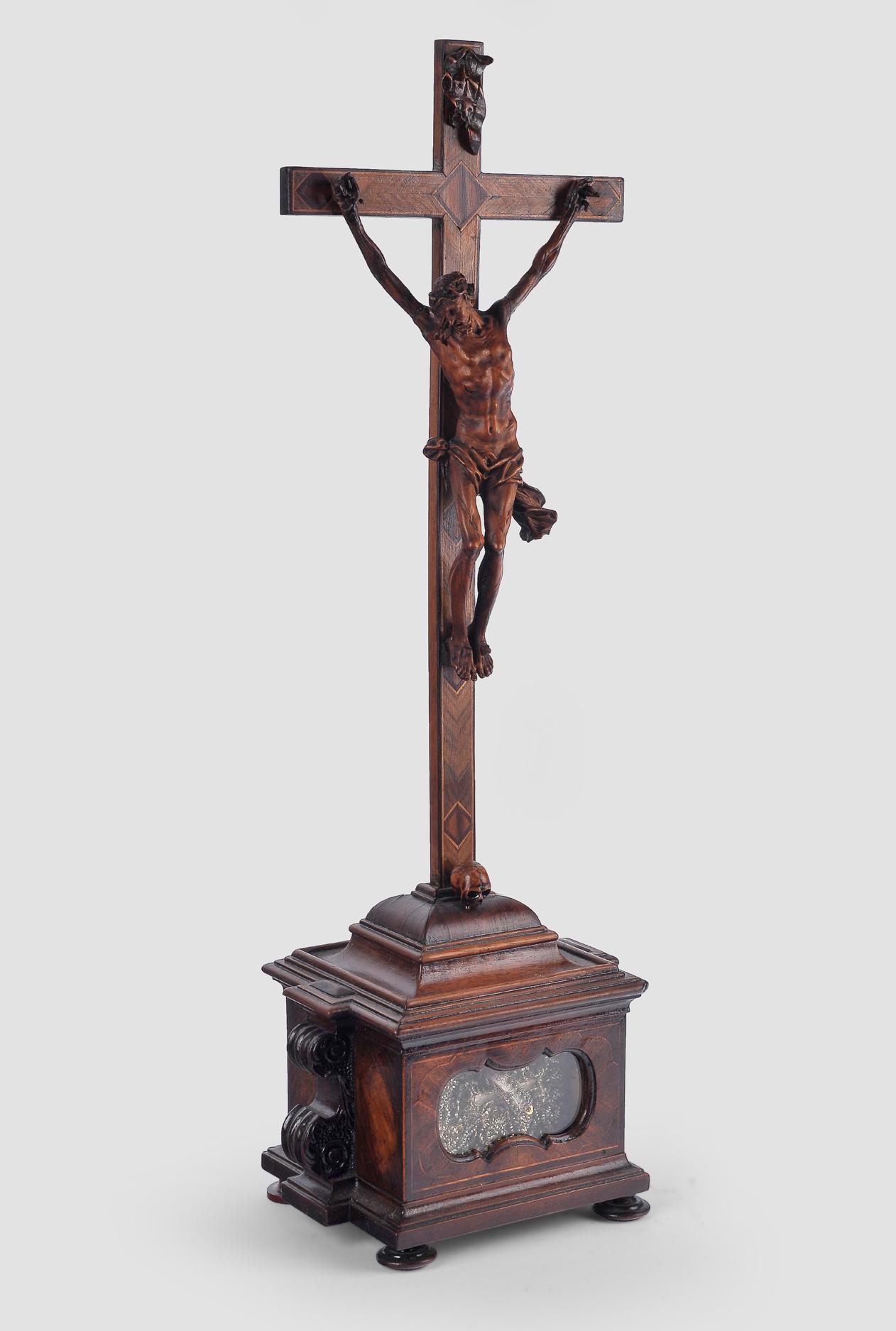 Standkreuz, Süddeutsch, um 1750, Nussholz - Image 2 of 6