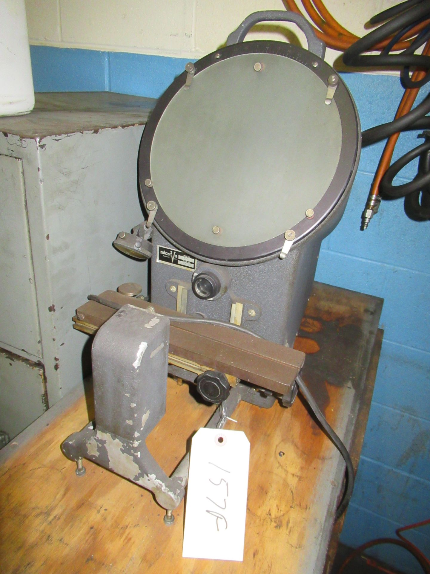 """10"""" MICROVU BENCH TYPE COMPARATOR, MDL.400, S/N: 3493"""