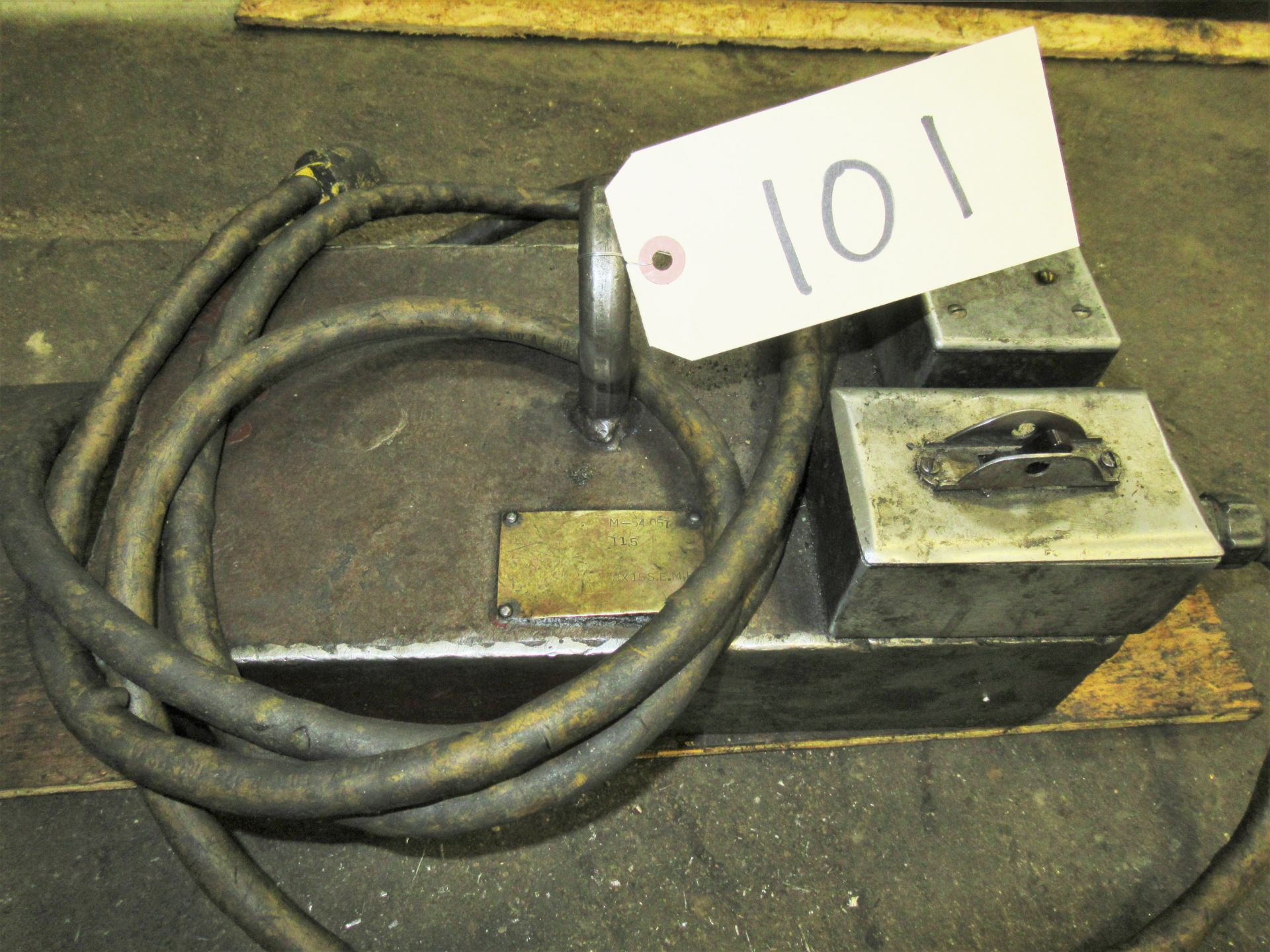 ELECTRIC LIFTING MAGNET