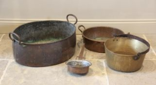 A 19th century two handled copper fish kettle, of country house proportions, 57cm wide, with a