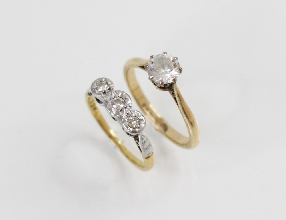 A diamond three-stone ring, comprising a central round brilliant cut diamond (weighing approximately - Image 3 of 3