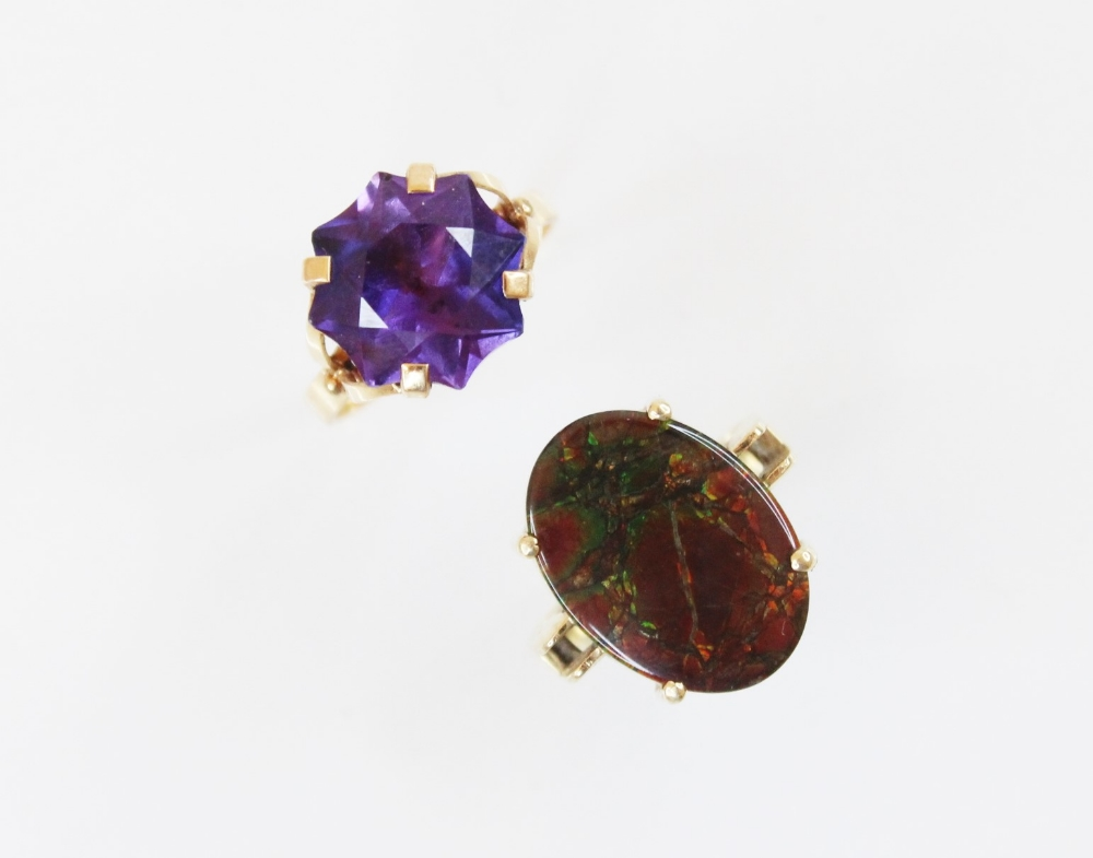An ammolite triplet ring, the central oval ammolite panel (measuring 17mm x 12mm)