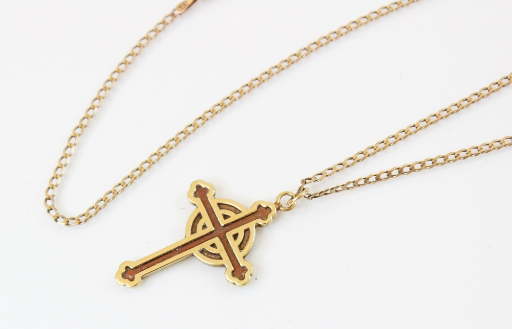 A 9ct gold Celtic cross pendant, marks for Sheffield 1994, 31mm x 22mm, set to a 9ct gold curb - Image 2 of 3