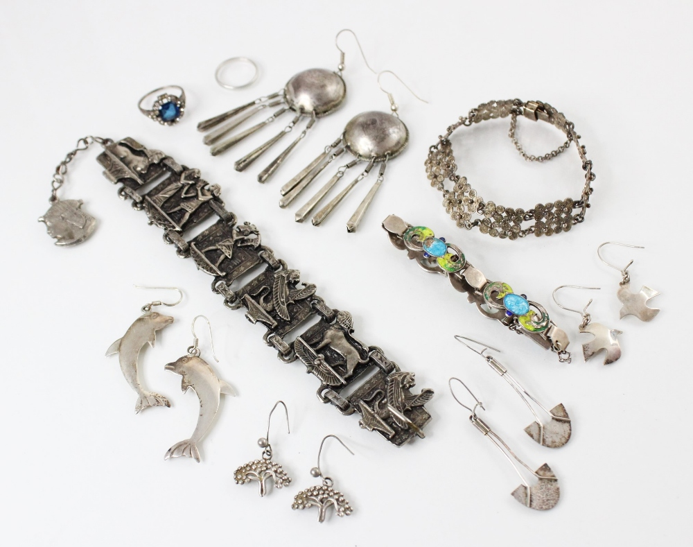 A selection of silver and white metal jewellery, to include an Arts & Crafts enamel bracelet by - Image 2 of 5