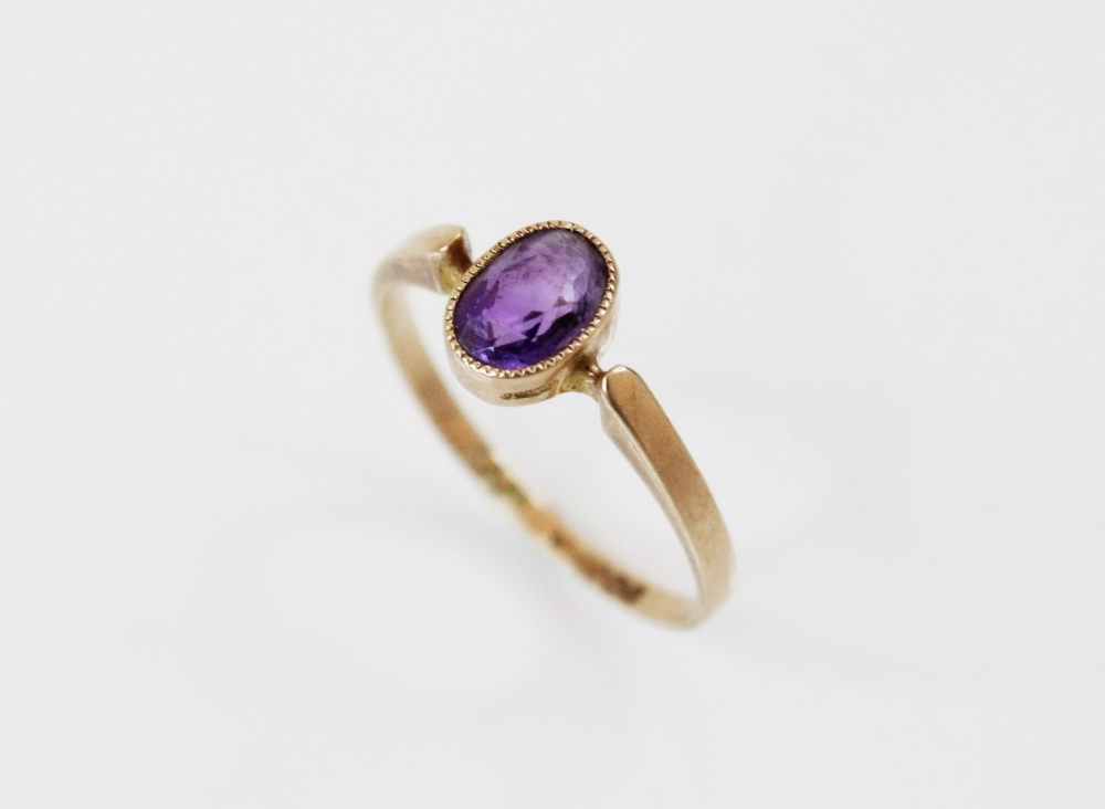 A late Edwardian amethyst set 9ct gold ring, the central oval mixed cut amethyst (measuring 6.5mm - Image 2 of 2