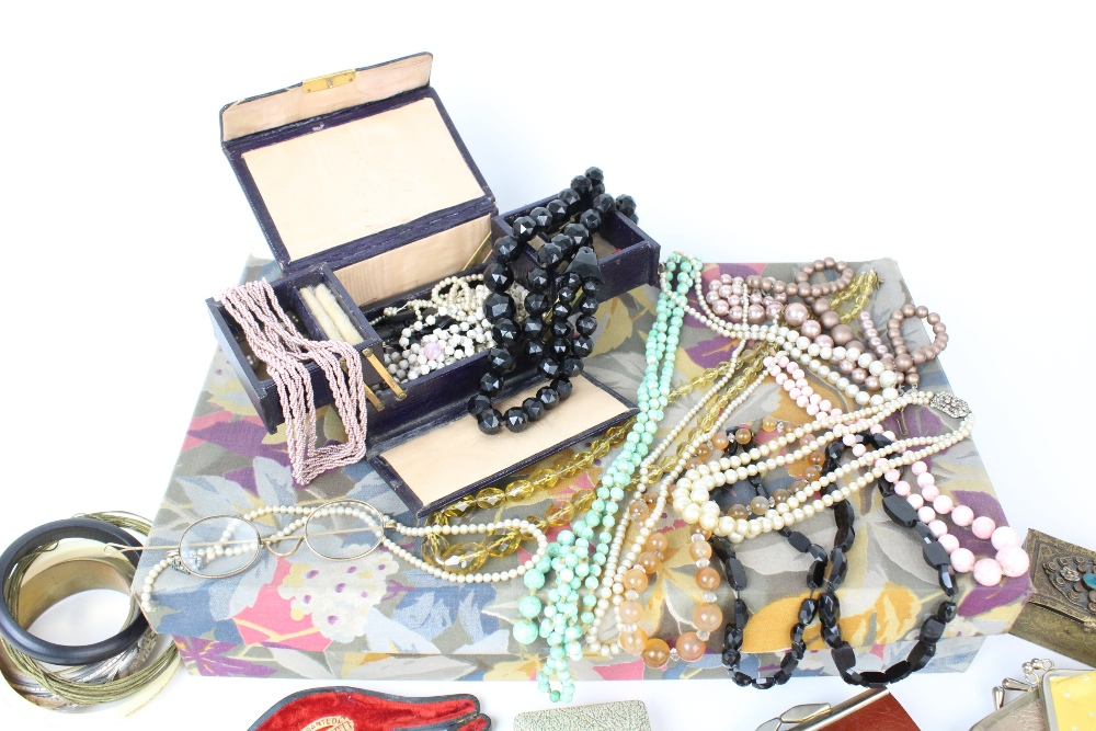 A large quantity of vintage and costume jewellery and accessories, to include a pair of cultured - Image 4 of 4