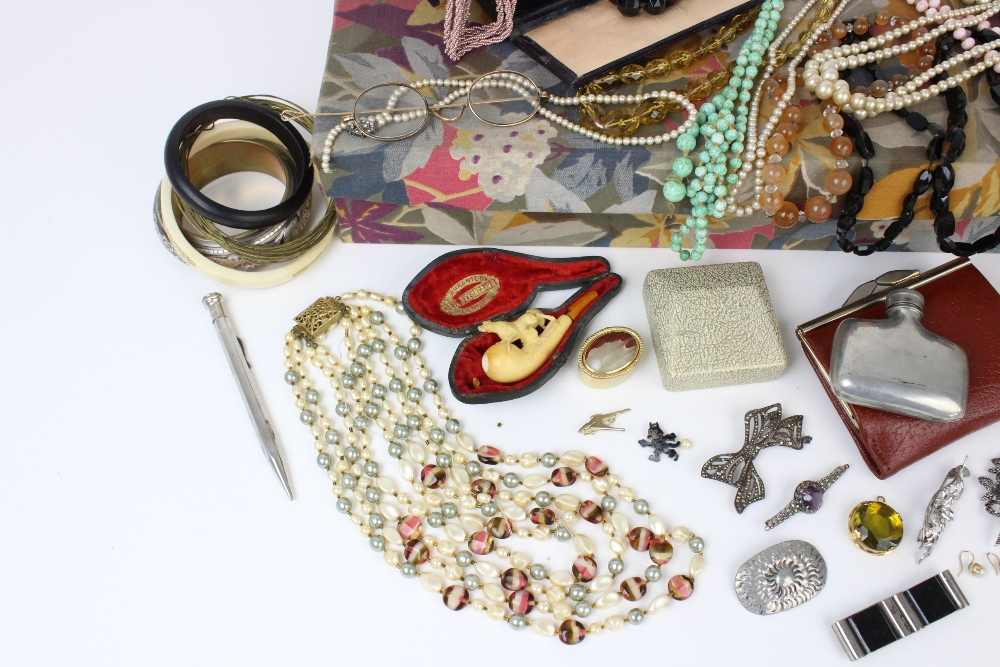 A large quantity of vintage and costume jewellery and accessories, to include a pair of cultured - Image 2 of 4