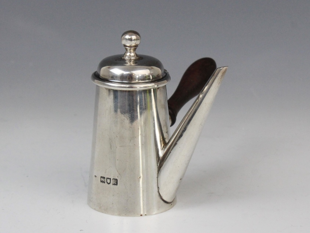 An Edwardian miniature silver chocolate pot, marks for Joseph Braham, London 1905, of typical form - Image 2 of 4