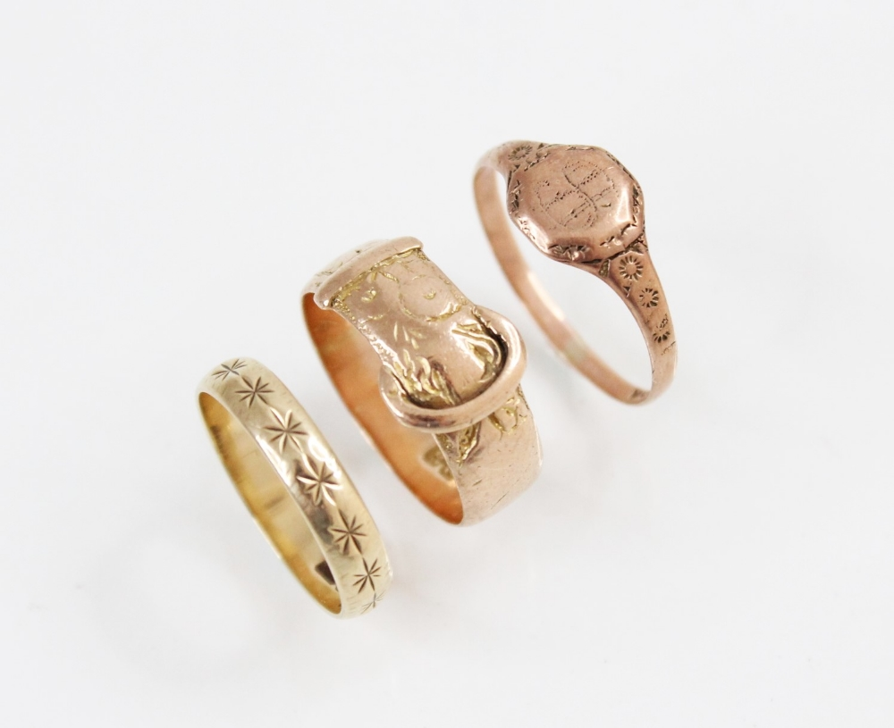 A 9ct gold buckle ring, marks for Birmingham 1918, ring size M, together with a 9ct gold signet