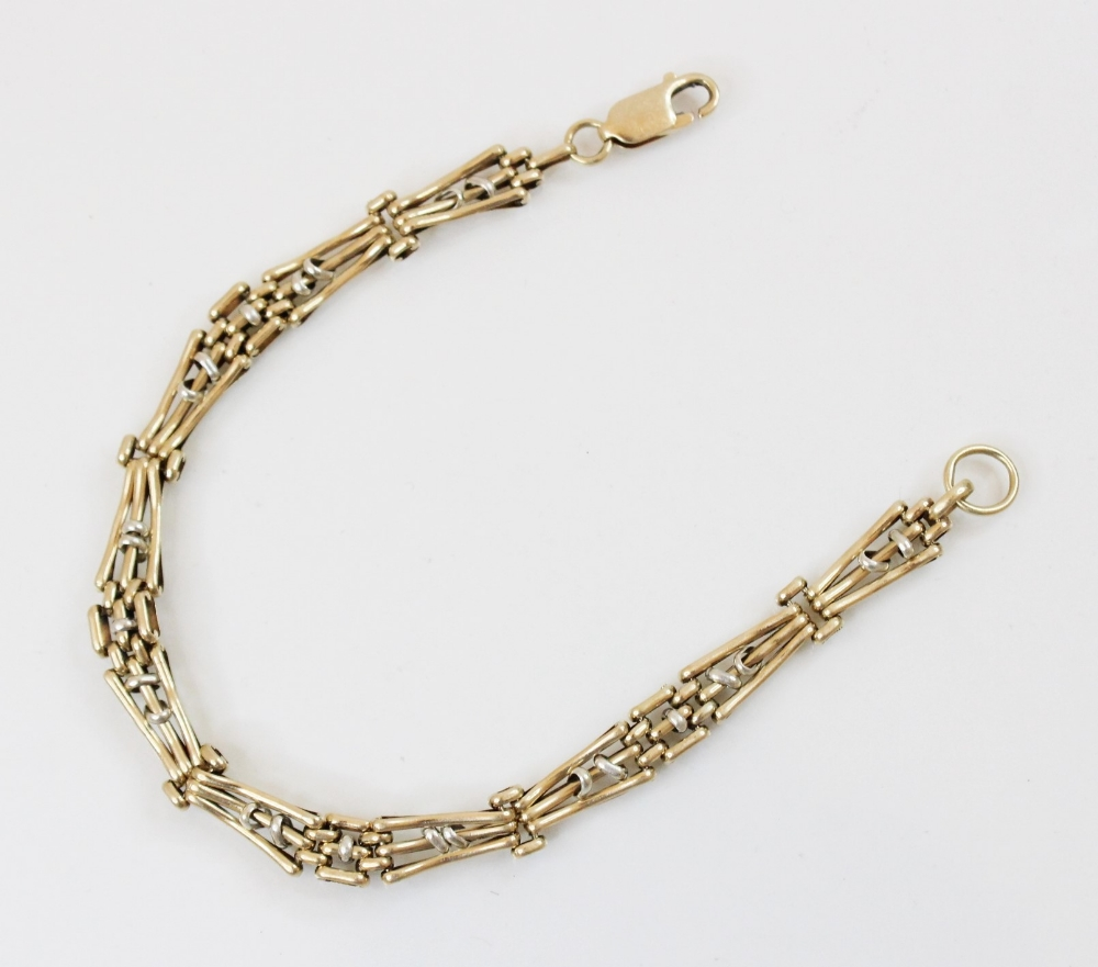 A 9ct gold gate bracelet, with lobster claw and loop fastening, 21cm long, weight 10.5gms - Image 2 of 2